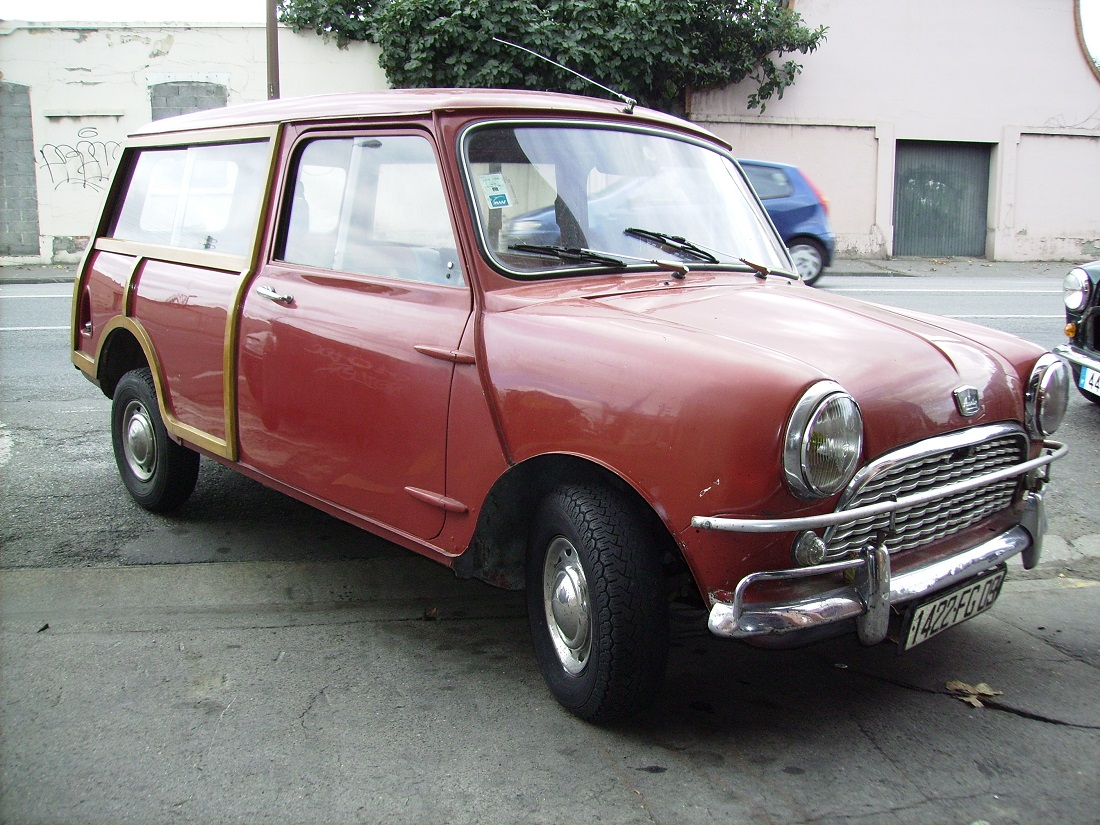 1 Austin Mini Countryman Rouge