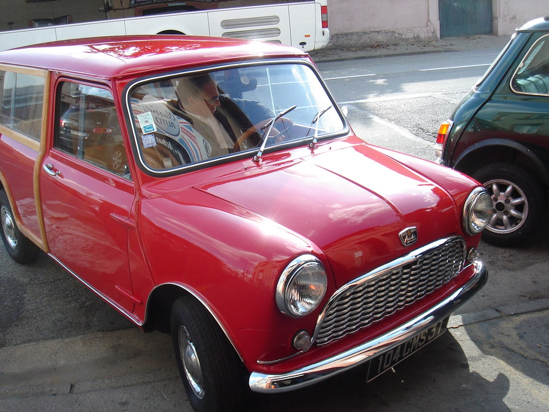 4 Austin Mini Countryman Rouge